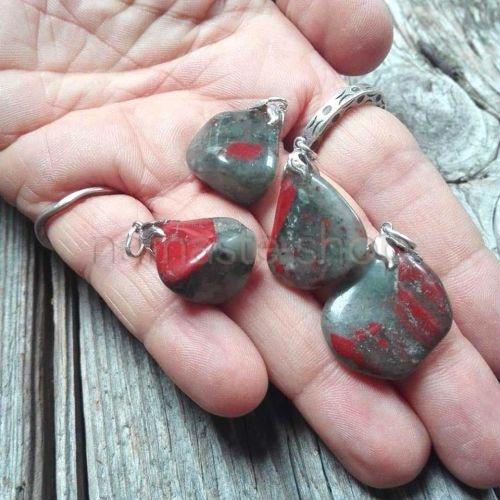Ciondolo di Eliotropio Bloodstone o Pietra del Sangue
