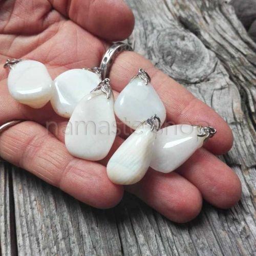 Ciondolo di Opale Bianco